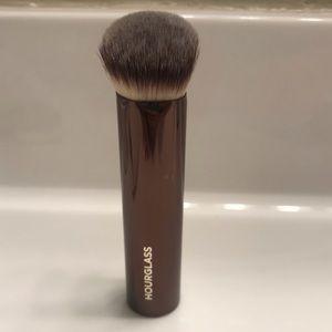 HOURGLASS BRUSH— Vanish Foundation Brush